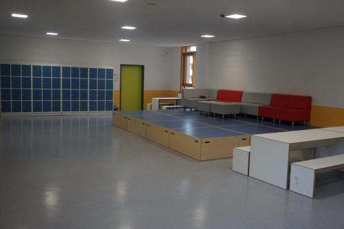 Sitzmöbel in der kleinen Aula im 1. OG